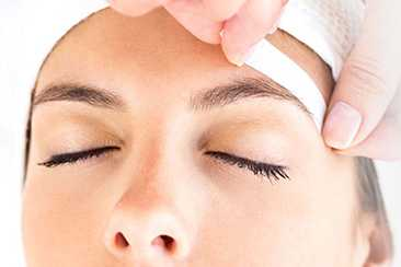Schedule Your Appointment for Eyebrow Waxing in Everett